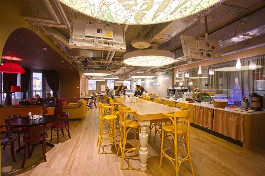 Office interior decor google s moscow office for Google cuisine