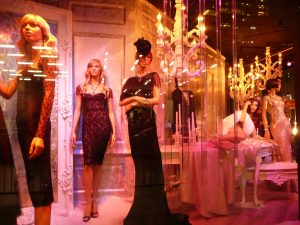 Saks Fifth Avenue Stores – Special Window Decoration windows christmas and holiday decoration saks fifth avenue nyc 6 300x225