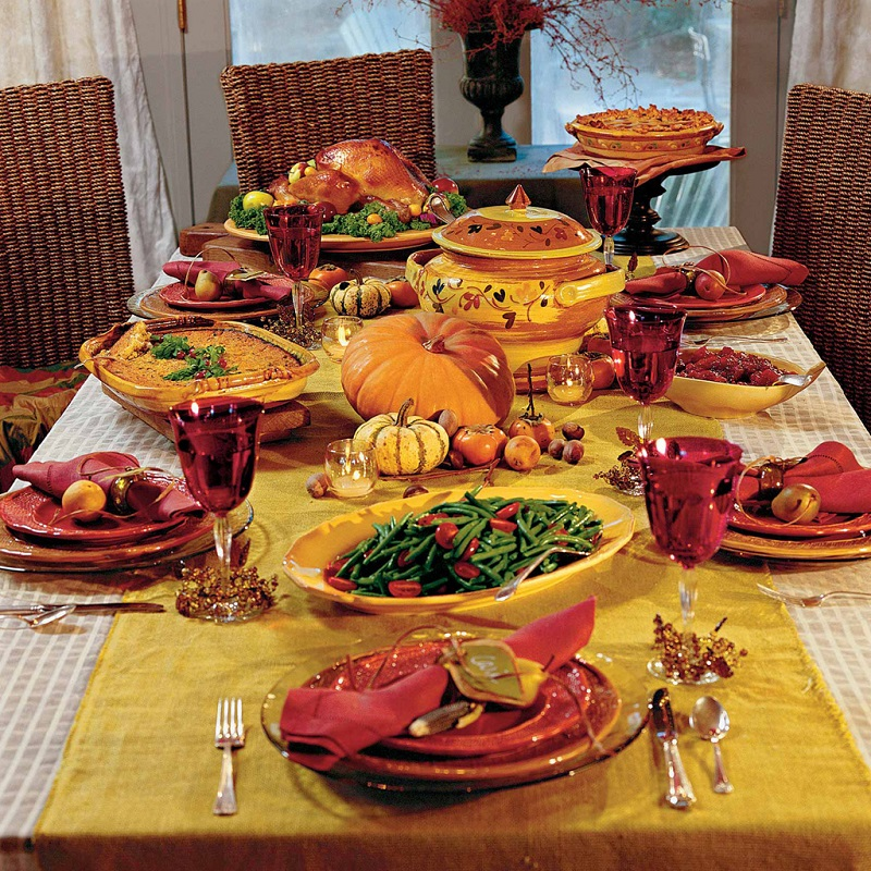 Beautiful Thanksgiving Tables thanksgiving-table-decoration-ideas-in-bright-red-and-orange-with