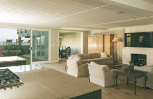 Leonardo-DiCaprio-Malibu-Beach-Home-Indoor-Outdoor-Living-room (1) Leonardo DiCaprio Malibu Beach Home Indoor Outdoor Living room 1 300x194