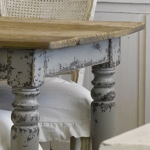 shabby chic trend_worn table  shabby chic trend_worn table shabby chic trend worn table 300x300