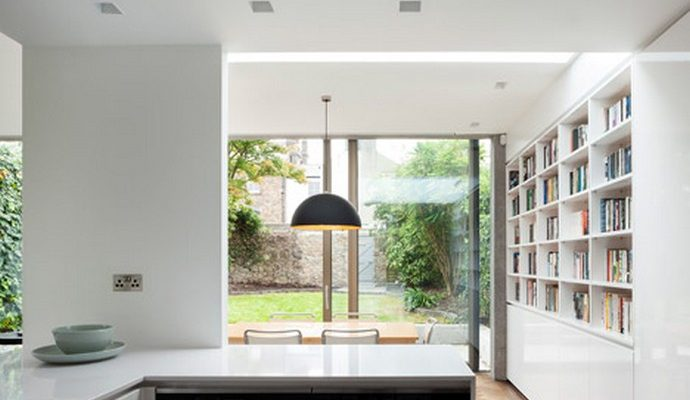 Beautiful Glazed House Feels Like a Garden's Extension