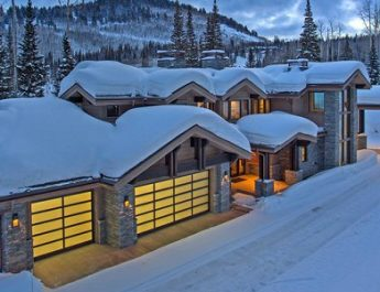 winter wonderland homes Top 9 Stunning Winter Wonderland Homes That Could Be Yours feat 10 345x265