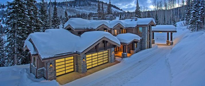 winter wonderland homes Top 9 Stunning Winter Wonderland Homes That Could Be Yours feat 10 715x300