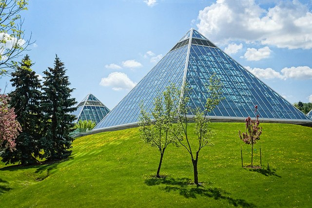 Top 11 Most Beautiful Greenhouses