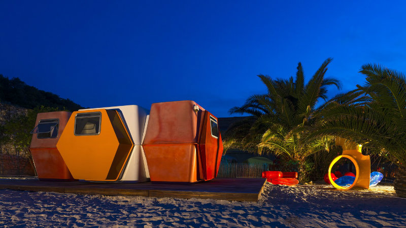 Meet A Tiny And Functional House, A Bold Outdoor Design Project ➤ To see more news about the Best Design Projects in the world visit us at http://www.bestdesignprojects.com #bdny #bdny2017 #homedecor #interiordesign #bestdesignprojects @bocadolobo @delightfulll @brabbu @essentialhomeeu @circudesign @mvalentinabath @luxxu @covethouse_ bold outdoor design project Meet A Tiny And Functional House, A Bold Outdoor Design Project Meet A Tiny And Functional House A Bold Outdoor Design Project 3