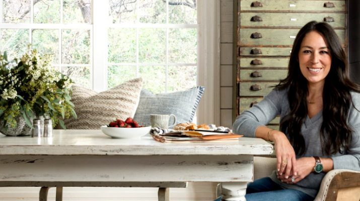 thanksgiving table Joanna Gaines Helps You Decorate Your Thanksgiving Table! johana main 715x400
