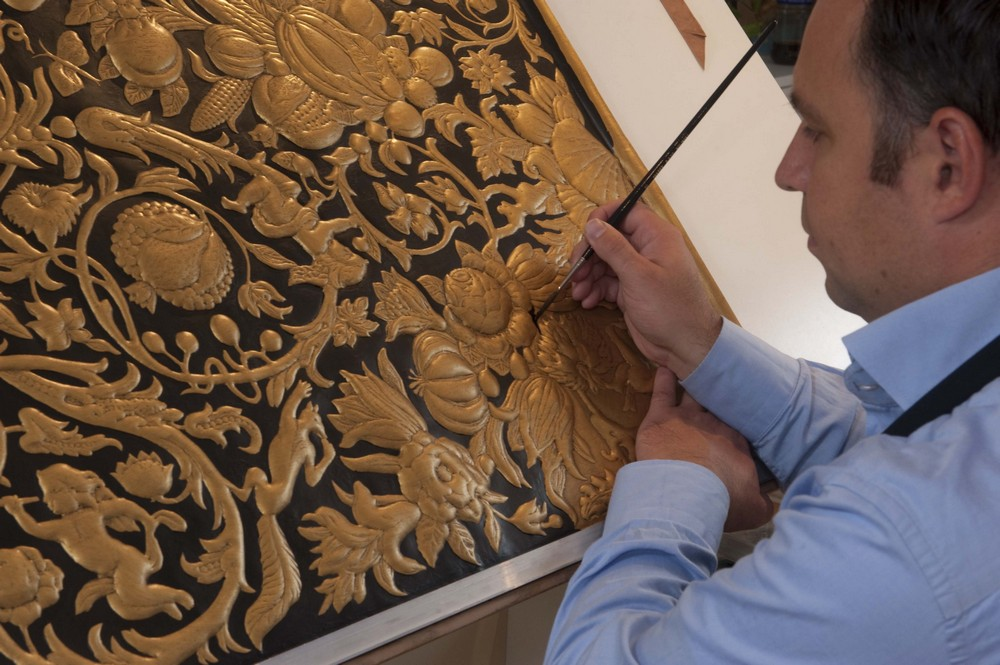 Sebastiaan van Soest Creates A Gilded Leather Folding Screen Gilded Leather Folding Screen Sebastiaan van Soest Creates A Gilded Leather Folding Screen Sebastiaan van Soest Creates A Gilded Leather Folding Screen 2