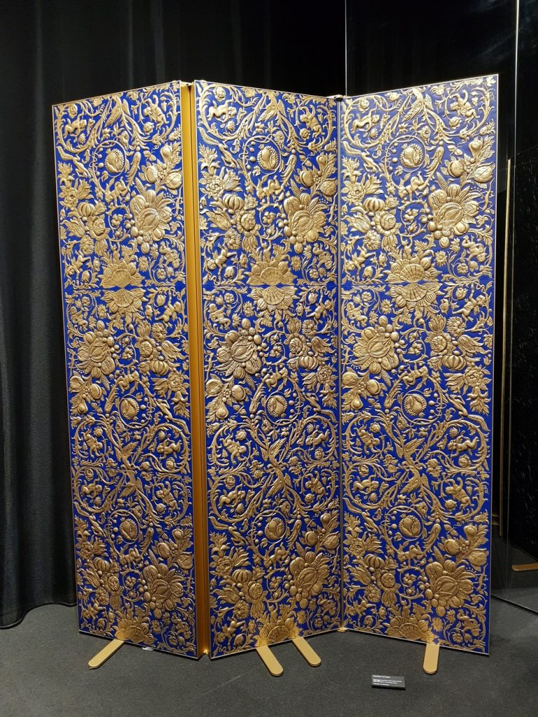 Sebastiaan van Soest Creates A Gilded Leather Folding Screen  Gilded Leather Folding Screen Sebastiaan van Soest Creates A Gilded Leather Folding Screen Sebastiaan van Soest Creates A Gilded Leather Folding Screen 4